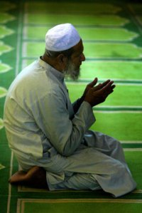 [muslim-man-at-prayer.jpg]